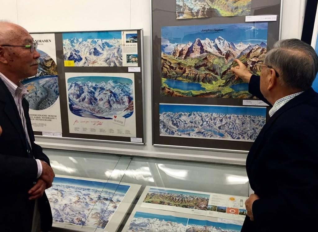 信州博覧会など数々の博覧会の総合プロデューサーを務めた秋山智弘氏(左)。森田と高校の同級生