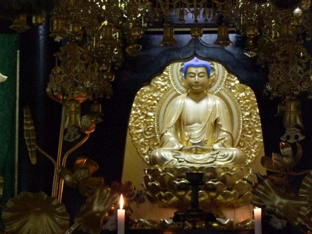 瑞泉寺の青い頭の仏像