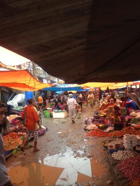 観光の拠点ランテパオの市場