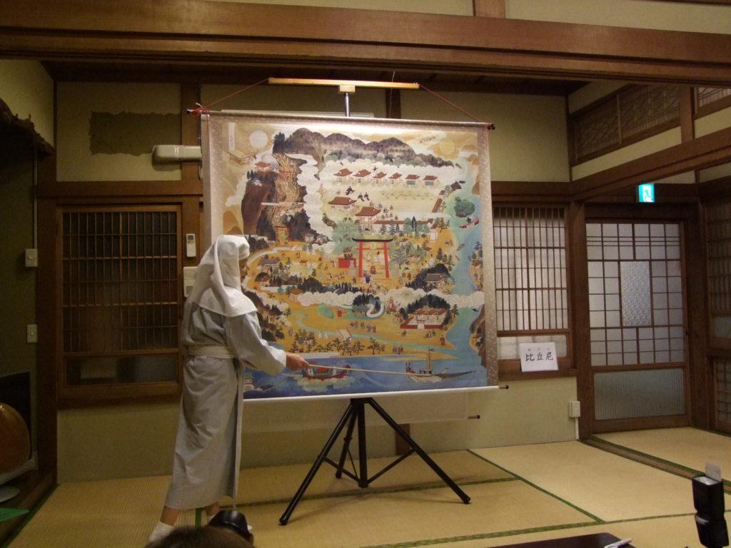 「新宮参詣曼荼羅」の絵解きをする熊野比丘尼