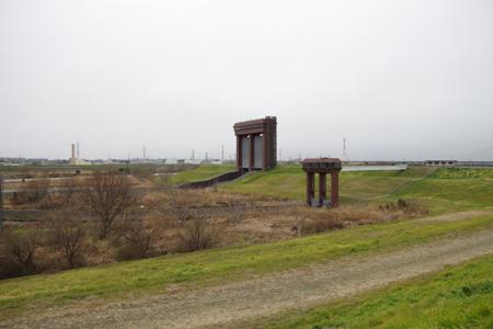 彩湖から荒川への水門