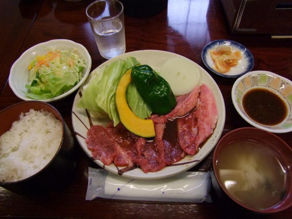「焼肉ひげ」の焼肉スペシャル定食1500円