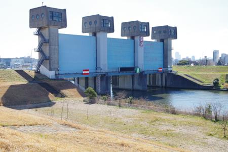 新岩淵水門、洪水の時綴じる
