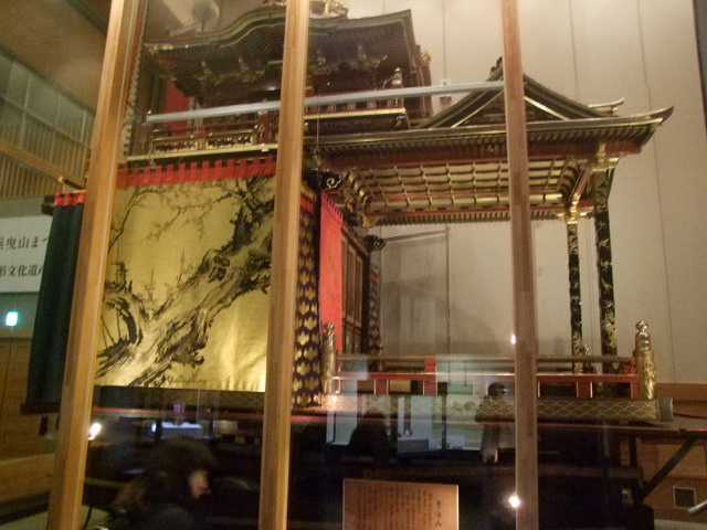 曳山博物館に展示されている曳山(山車)