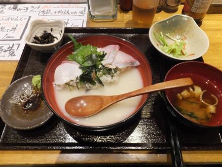 """名物""""ひらす丼"""" 使用後(食中) 〆はちゃんぽんスープで"""